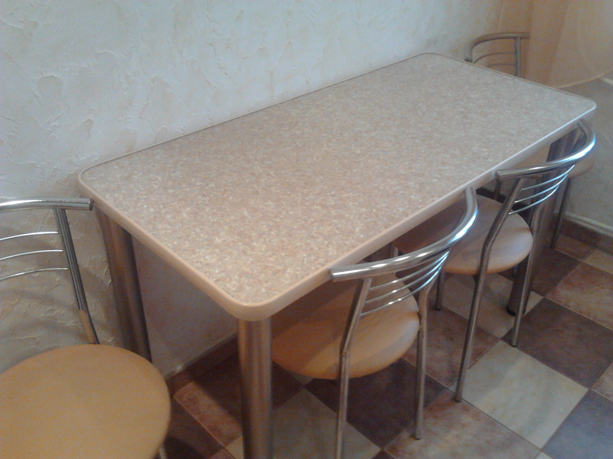 Кухонный стол из столешницы своими руками